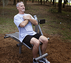 Man exercising on a Sit Up Back Extension machine